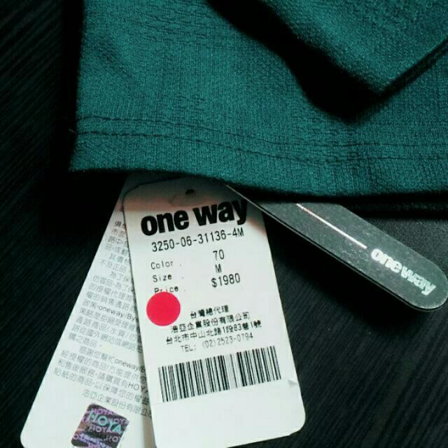 one way 長袖上衣