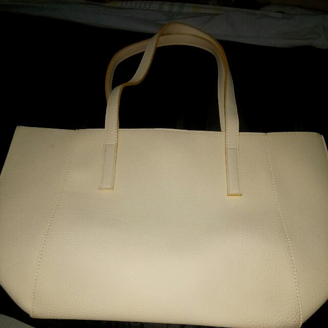 Suite Blanco Shoulder Bag