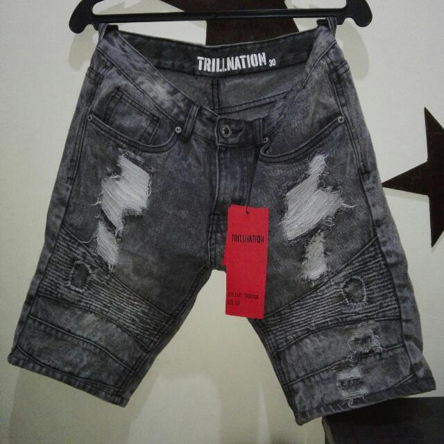 Tattered shorts (U.S)