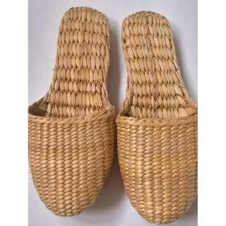 New raffia bath slippers, size M ( 8-9)