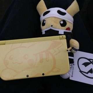 Pikachu 3DS XL + Accessories/game