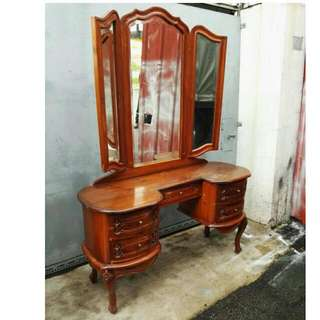 Vintage dressing table with foldable mirror