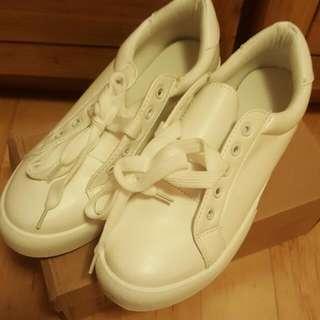 夏日必備火紅款小白鞋