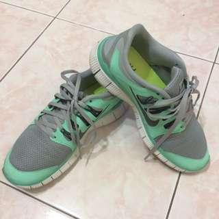 Authentic Nike Free Run 5.0