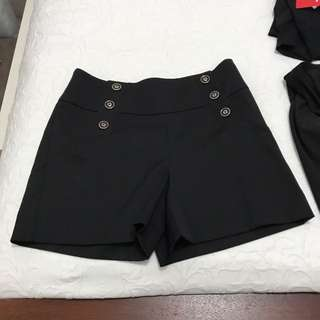 Review Black Shorts Size 10