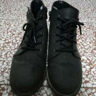 黑色低筒靴