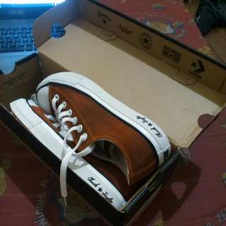 Converse Chuck Taylor With Free Shoelace
