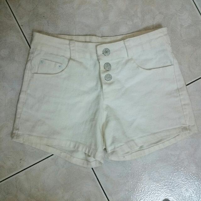 黑白兩色無破洞牛仔短褲三釦子