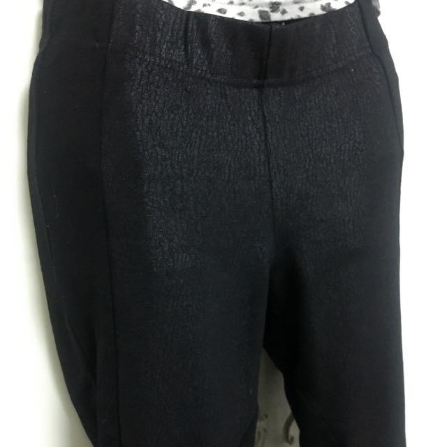 窄管內搭褲// 顯瘦款
