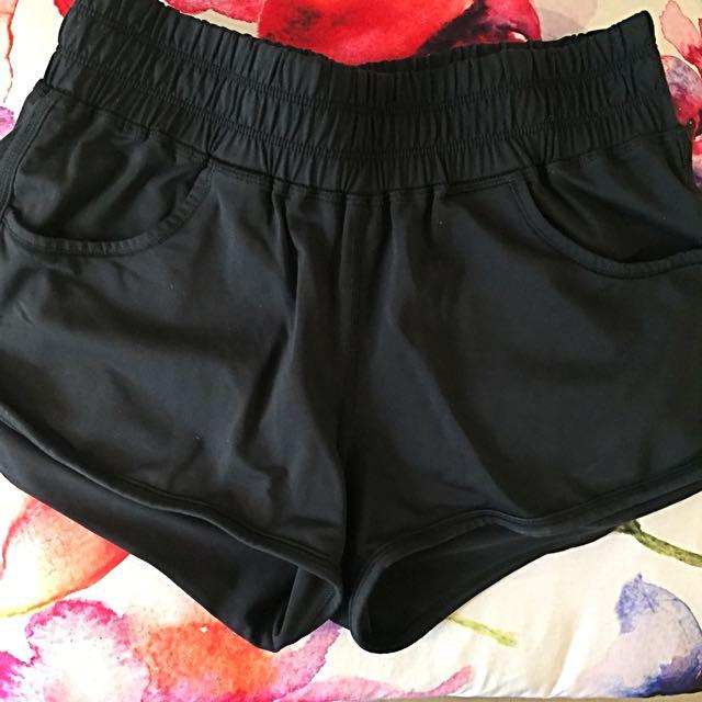 Aritzia Parklife SWISH Shorts