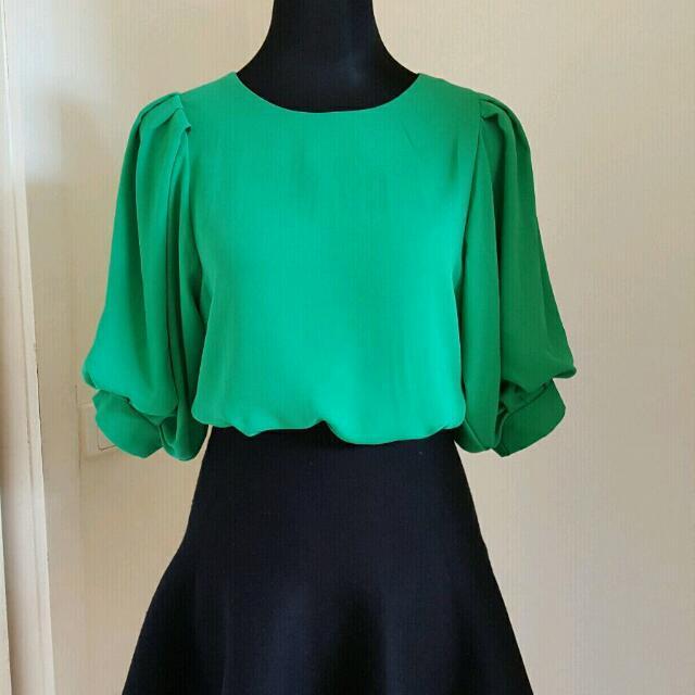 Beautiful green top size 8-10