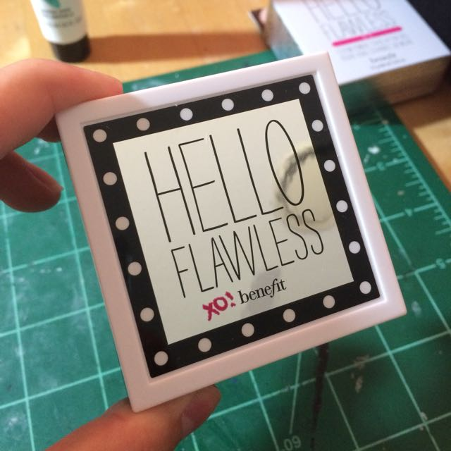 BENEFIT 'HELLO FLAWLESS' POWDER