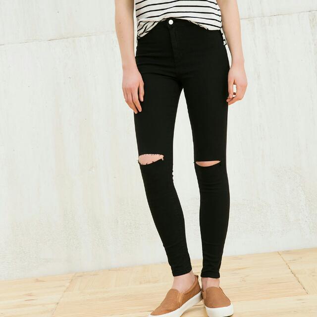 Bershka Knee Ripped Jeans(Highwaist)