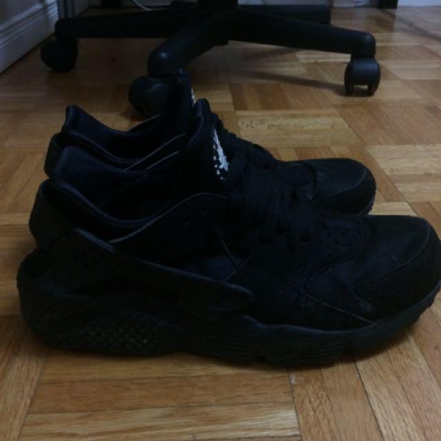Black Nike Air Huarache