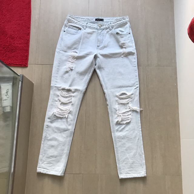 Boyfriend/Mom Ripped Jeans