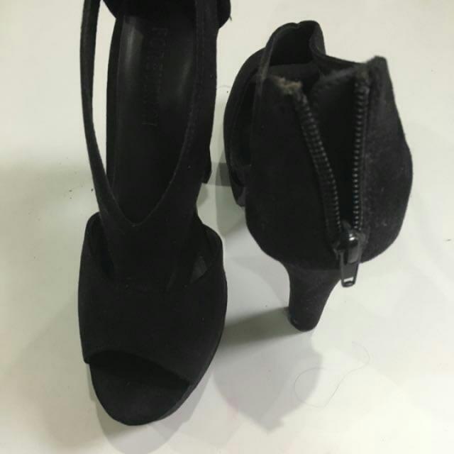 F21 Ori Black Heels