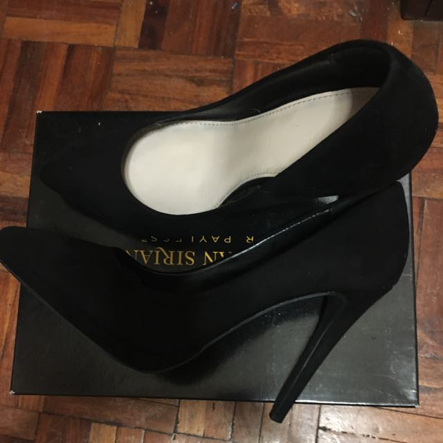 F21 Pointed Pumps