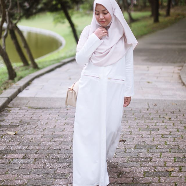 Faatima & Co. White Jada Gold Zipper Dress Jubah