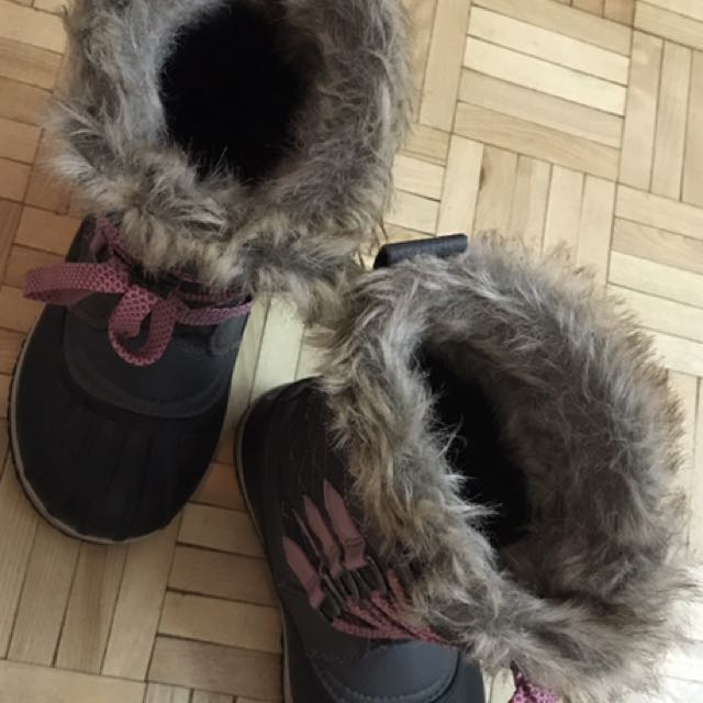 Gap black leather boots & Acton fur boots For Children for sale