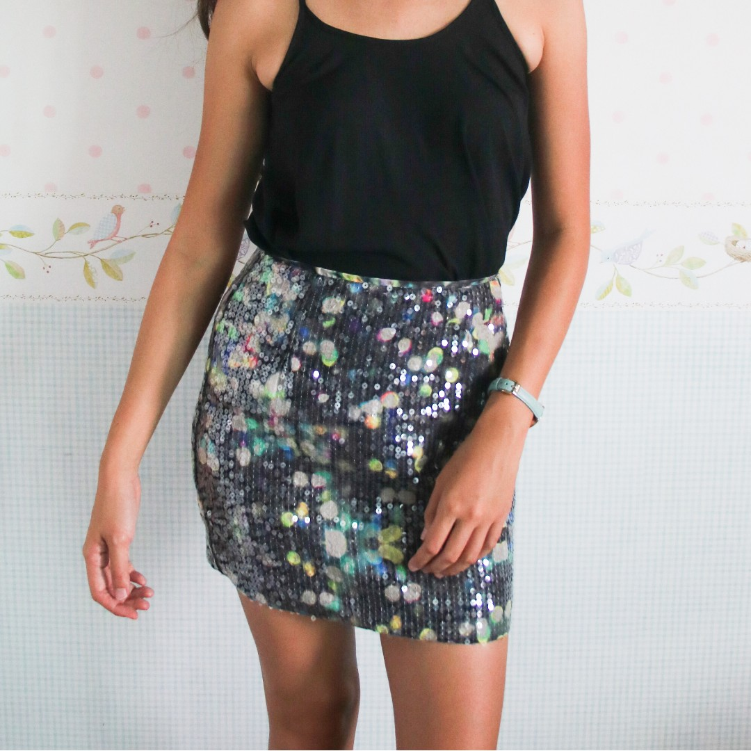 14825d527 New H&M Sequin High Waisted Skirt, Women's Fashion, Clothes, Pants, Jeans &  Shorts on Carousell