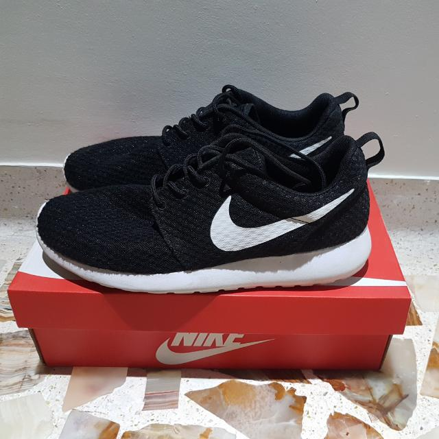 wholesale dealer 99694 5106f Nike Roshe Run BR US 9 UK 8, Men s Fashion, Footwear on Carousell