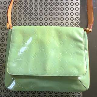AUTH Louis Vuitton Thompson