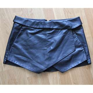 Sz 4 - Talula Berklee Faux Leather Skort