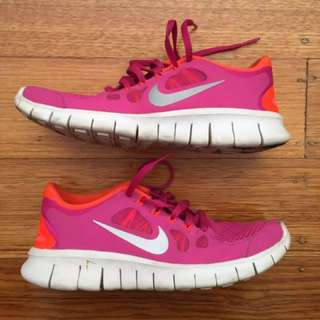 Nike Runners- Size 6 Kids