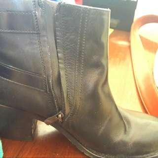 Juno Boots