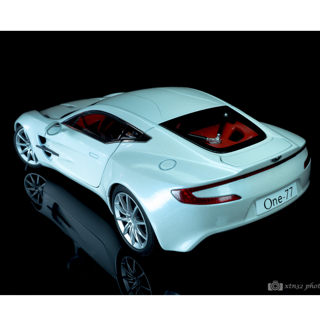1/18 Autoart Aston Martin One 77 (White), Toys U0026 Games, Toys On Carousell