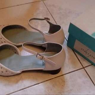 白色皮鞋 (STACCATO)
