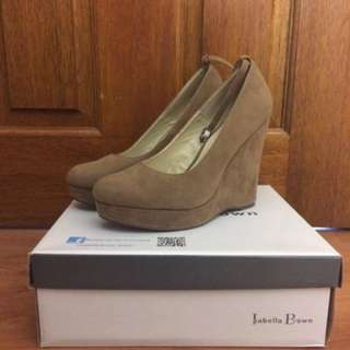 Isabella Brown Size 6 Nude Wedges
