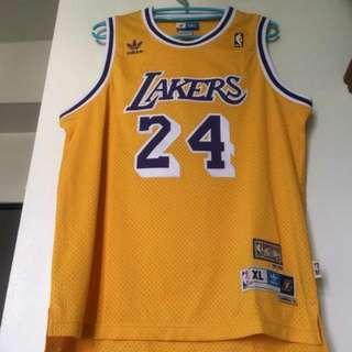 Kobe 青年版球衣  Yxl大概等於成人版s  adidas