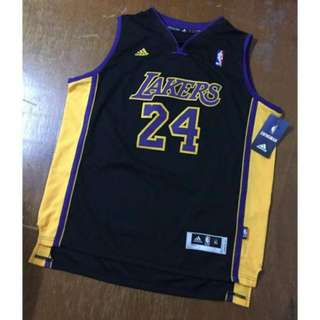 Kobe 青年版球衣 Yxl  大概等於成人版s  adidas