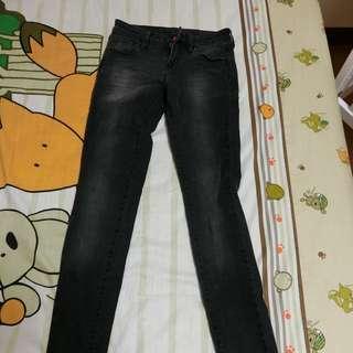 🚚 Uniqlo黑色超彈性牛仔褲