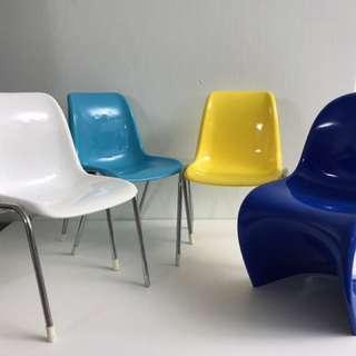 Figure Design Chairs 4 張