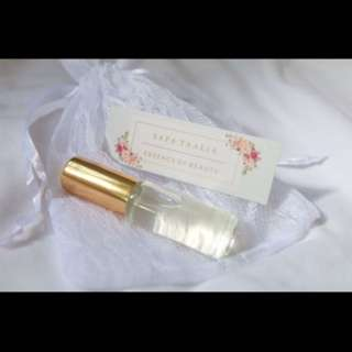 Aara Nº 8 - Fresh Rose & a hint of Citrus | Natural Perfume Oil | White Pouch