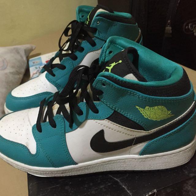 Air Jordan 1 Mid GG