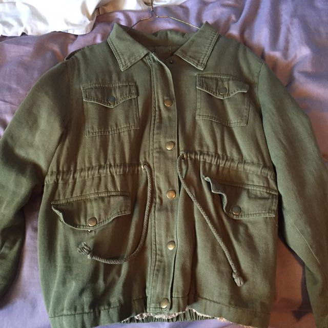 BRANDY MELVILLE ARMY GREEN JACKET