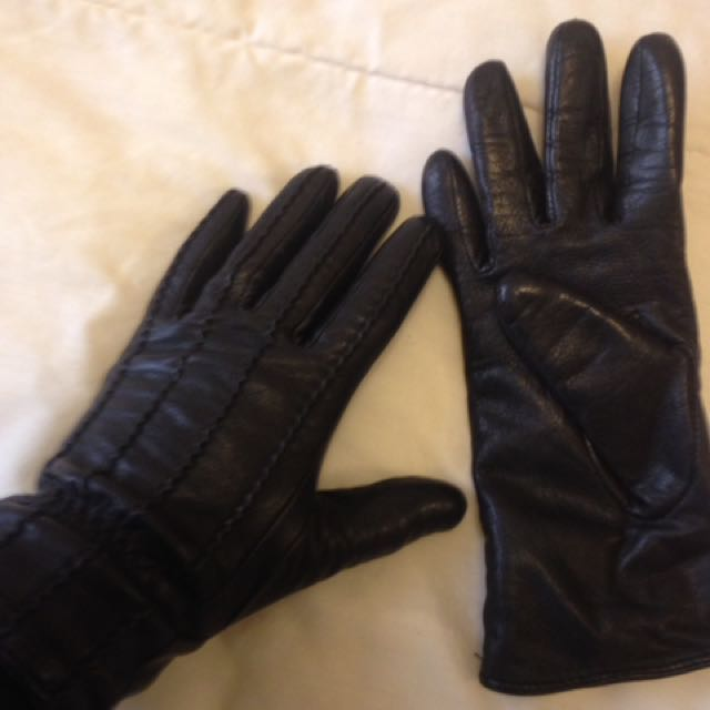 Danier Ladies Leather Gloves