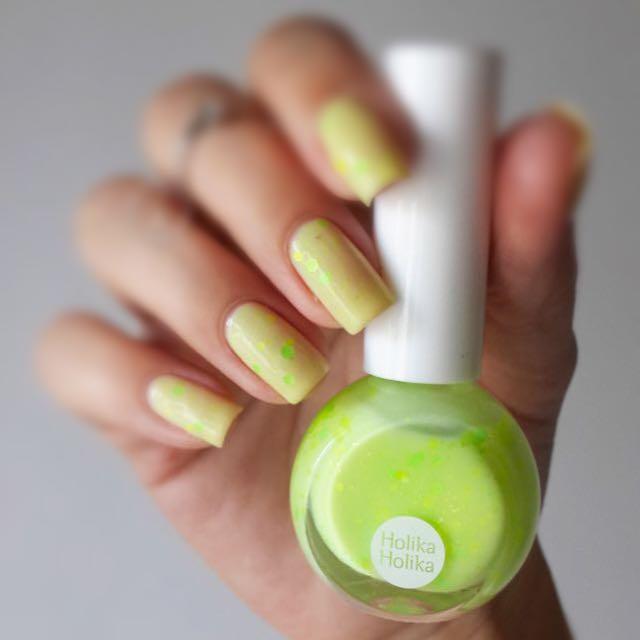 Holika Holika Neon Beam Sparkle Nails #5 Mixology Green 100ml