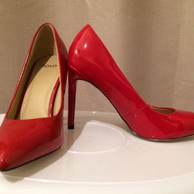 Novo Size 7 Heels