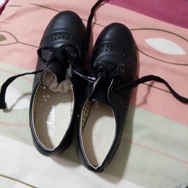 sepatu hitam austin no 40