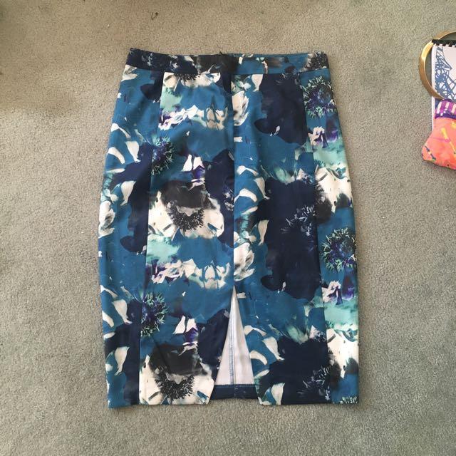 Temt Size 14 Blue Flower Skirt