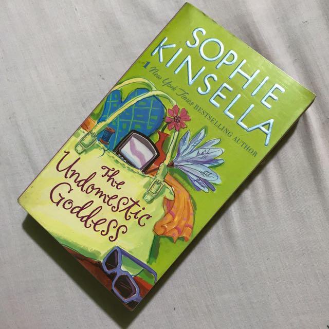 The Undomestic Goddess- Sophie Kinsella Book