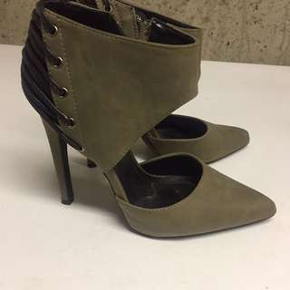 Size 7 Green And Black High Heels