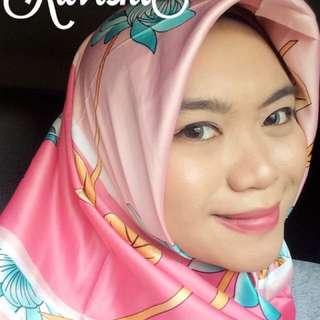 Hijab Segi Empat Satin Print
