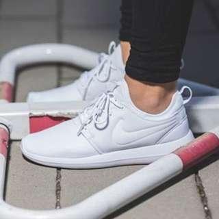 nike roshe two 白 女鞋