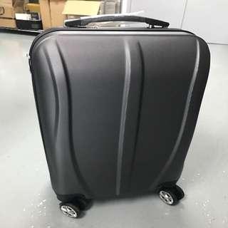 全新手提行李箱四個輪可帶上飛機機4 Wheels Hand Luggage Brand new