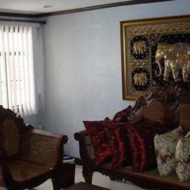 3-BR LOFT-TYPE MANDALUYONG CONDO FOR SALE!